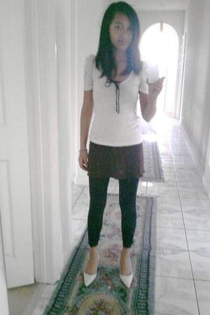 black plain  sheer Girls Esstentials leggings - white delias shirt - dark brown
