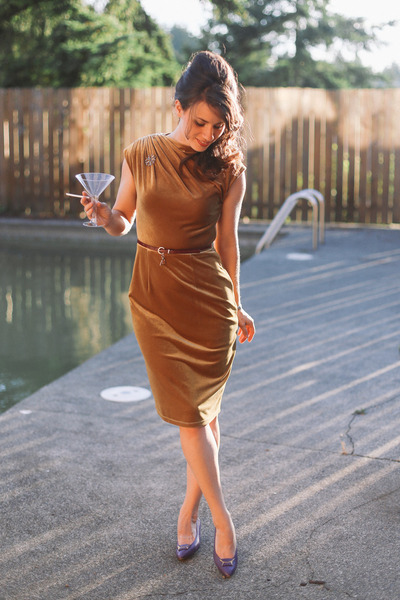 velvet similar modcloth dress - vintage heels