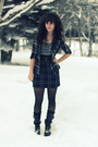 Black-billabong-shirt-gray-kensie-dress-black-classified-boots