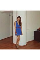 blue dress - red belt - charcoal gray heels