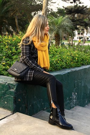 Mirelly Reyna sweater - Sybilla blazer - Zara pants