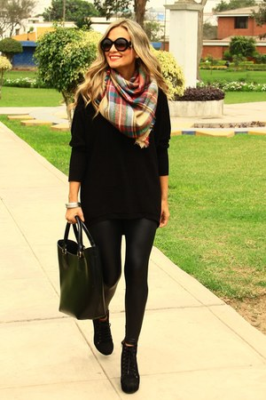 Zara scarf - Mirelly Reyna sweater - Mirelly Reyna leggings
