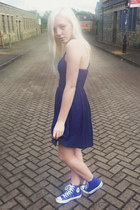 blue Converse sneakers - navy asos dress