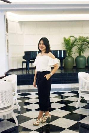black cullotes pants - ivory strappy heels - white sabrina blouse