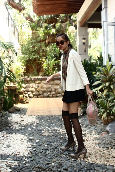 brown vintage shirt - beige body glove bag - black pleated maldita skirt - camel