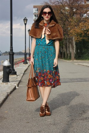 vintage cape - vintage dress - kate spade purse - DSW heels