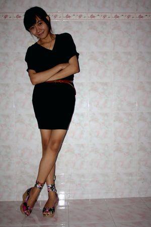 black chateau portia dress - brown unbranded belt - red deelikeshoe shoes