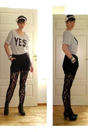 Bik Bok t-shirt - GINA TRICOT shorts - Bik Bok leggings - Din Sko boots - GINA T