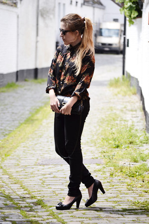 vintage blouse - Zara jeans - vintage bag - t fabriekske pumps