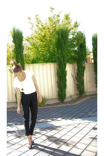white Sportsgirl top - black Country Road pants - black tony bianco shoes - blac