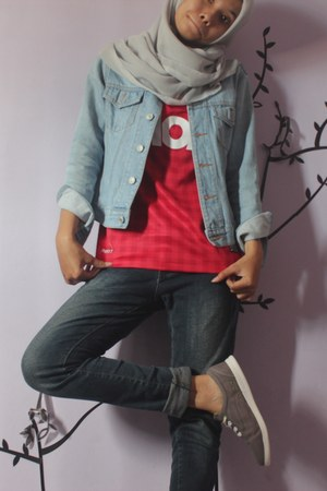 red jersey nike t-shirt - navy skinny jeans cardinal jeans