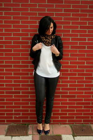 black jacket - black pants - black heels