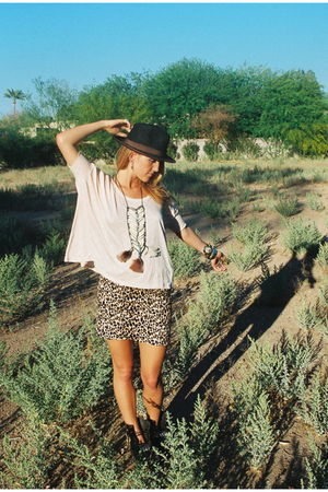 beige Forever21 shirt - brown Forever21 skirt - brown Urban Outfitters hat - bla