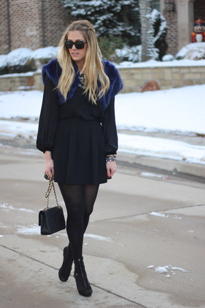 black Chanel bag - black Zara top