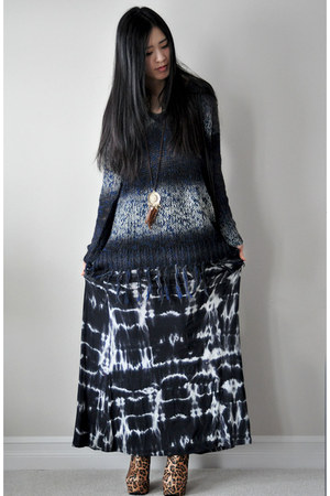 navy knit Graham &amp; Spencer sweater - navy tie dye maxi Tart skirt