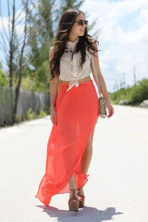 salmon skirt - white shirt - little bag - ray ban sunglasses - wooden heels