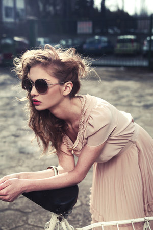 round sunglasses - tulle skirt