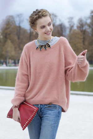pink cardigan - skinny jeans - red bag - gold necklace