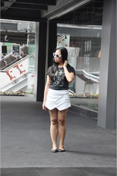 white origami skort apartment 8 skirt - white baroque Prada sunglasses