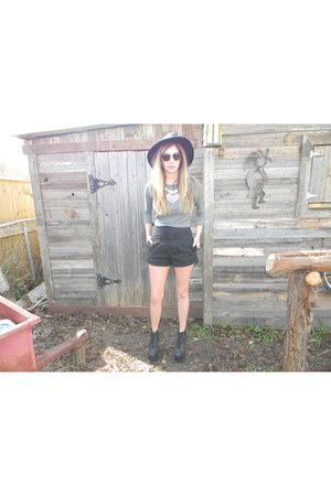 Forever 21 hat - Urban Outfitters shorts - ray-ban sunglasses - Forever 21 top