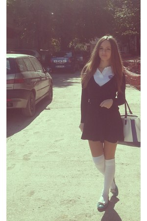 white Carpisa bag - turquoise blue Benvenuti shoes - white Mondex stockings