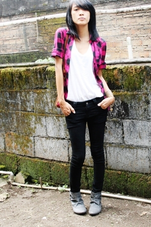 Forever21 shirt - shirt - jeans - Zara boots - vintage accessories - vintage bel