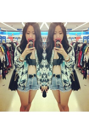 blue highwaisted Levis shorts - sky blue hawaii print Zara jacket