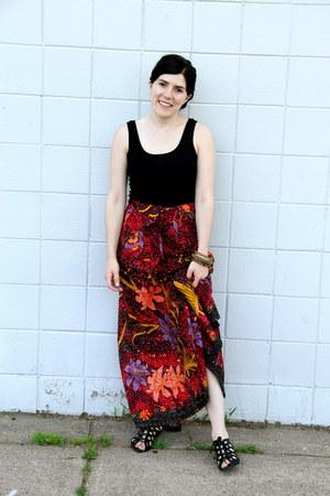 black Target shirt - printed vintage skirt