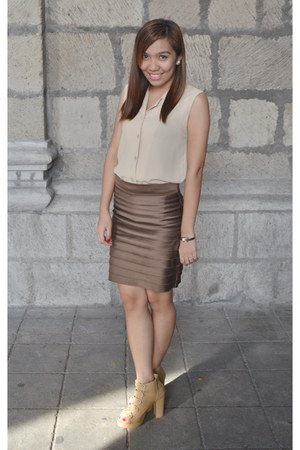 neutral Parisian shoes - nude Soho skirt - tan so-en top