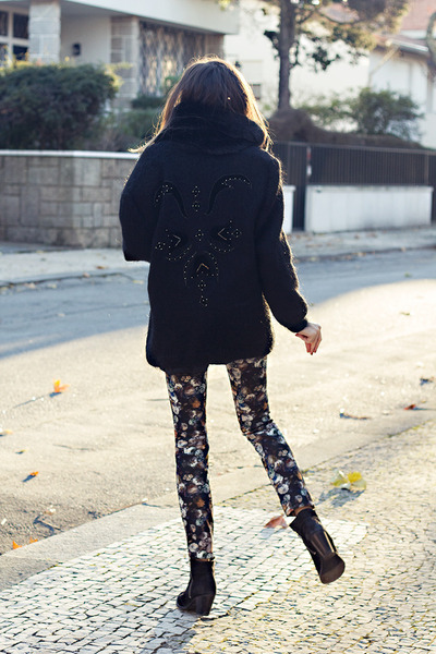 black wool vintage coat - Zara leggings