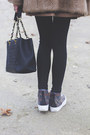 Vintage-coat-chanel-bag-urban-outfitters-sneakers