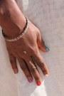 La-maison-du-lin-dress-galerie-mémoires-africaines-bracelet