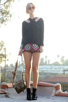 Nine West boots - vintage shirt - army vintage bag - lenni vintage shorts