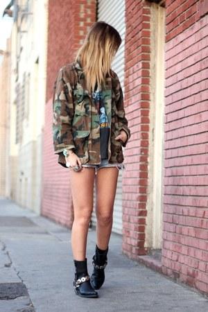 camo vintage jacket - Harley Davidson boots - vintage shorts