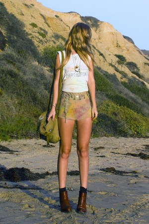 vintage boots - army vintage bag - diy tie dyed American Apparel shorts