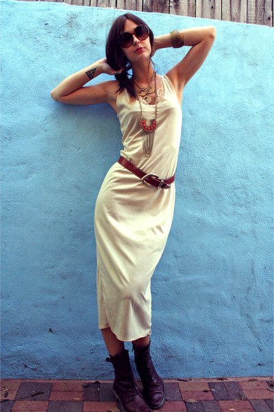 vintage dress - vintage accessories