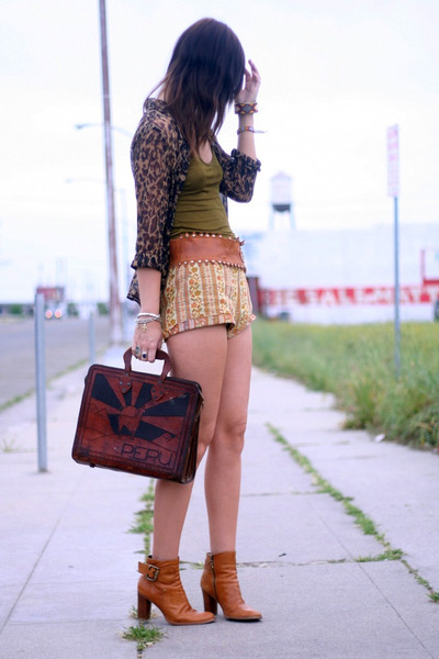 Nine West boots - peruvian llama vintage bag - diy cut off vintage shorts - vint