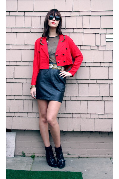 red vintage blazer - black vintage skirt - black Nine West shoes - black top - v