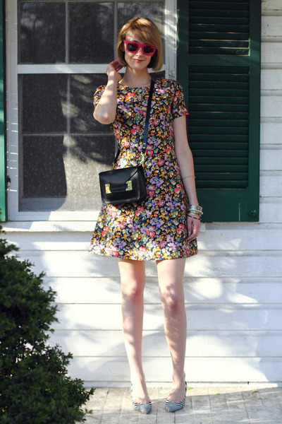bubble gum floral Maggy Frances dress - black mini Sophie Hulme bag