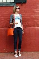 white hofbrauhaus vintage t-shirt - navy skinny H&M jeans