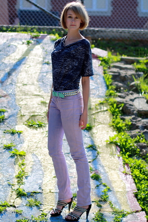 Urban Outfitters t-shirt - American Apparel jeans - H&M belt - Jeffrey Campbell