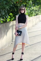 gold asymmetrical Illig skirt - black clutch Sophie Hulme bag
