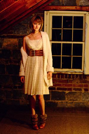 tawny fur-trimmed Dolce Vita boots - ivory lace vintage dress