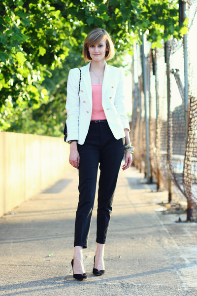 white double-breasted Zara blazer - black quilted Chanel bag