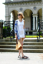 white jersey Petit Bateau dress - black Ray Ban sunglasses - blue floral Anthrop