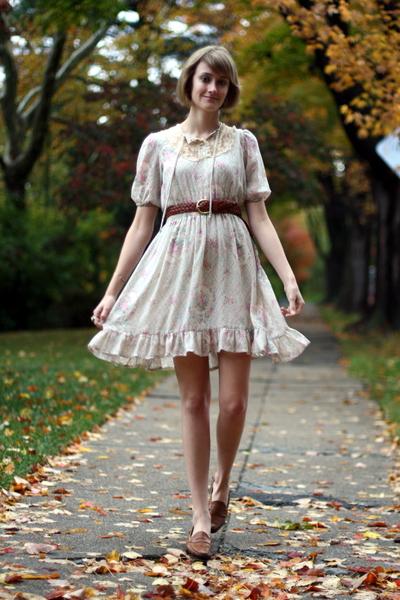 vintage dress - Urban Outfitters belt - vintage shoes