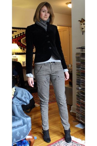 not sure scarf - JCrew blazer - C&C California shirt - not sure belt - Mango pan