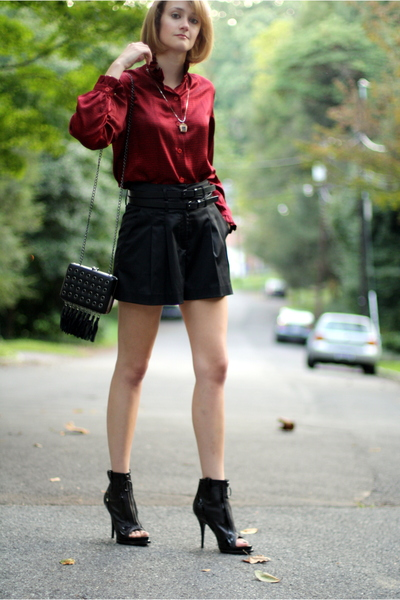vintage top - Forever21 shorts - Givenchy shoes - Christopher Kane for Topshop p