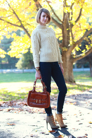 ivory vintage sweater - olive green lace-up ankle tory burch boots