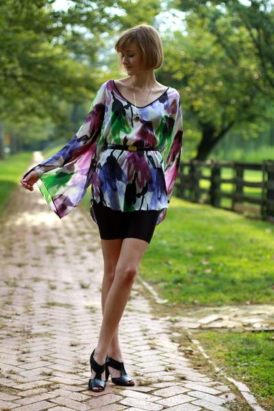 Zara top - ferragamo belt - Ralph Lauren necklace - vintage shorts - Pour La Vic